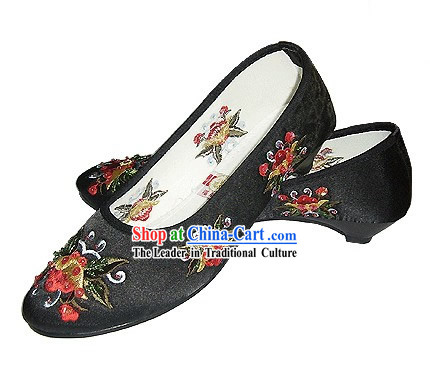 Chinese Traditional Handmade Embroidered Satin Shoes