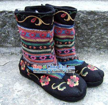 Chinese Traditional Handmade Yunnan Embroidered Cloth Shoes Boots