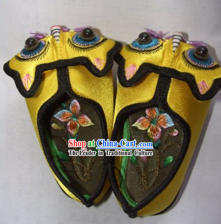 Chinese Handmade and Embroidered Baby Tiger Shoes