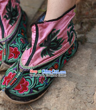 Embroidered Chinese Minority Shoes