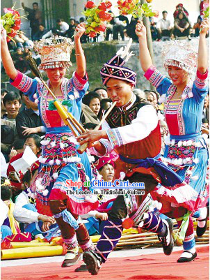 Miao Minority Classic Dance Costume and Hat for Men and Women