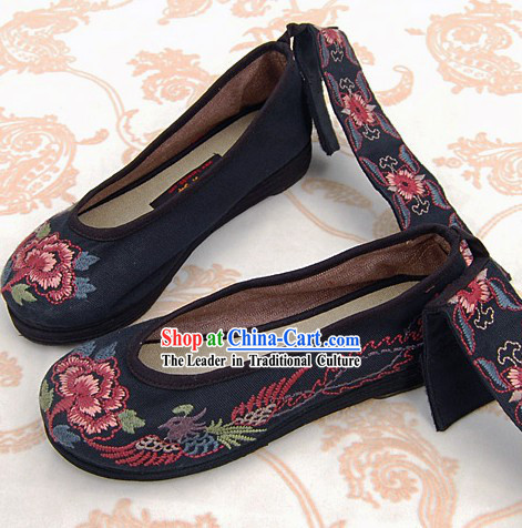 Chinese Handmade Embroidered Phoenix Cloth Dancing Shoes