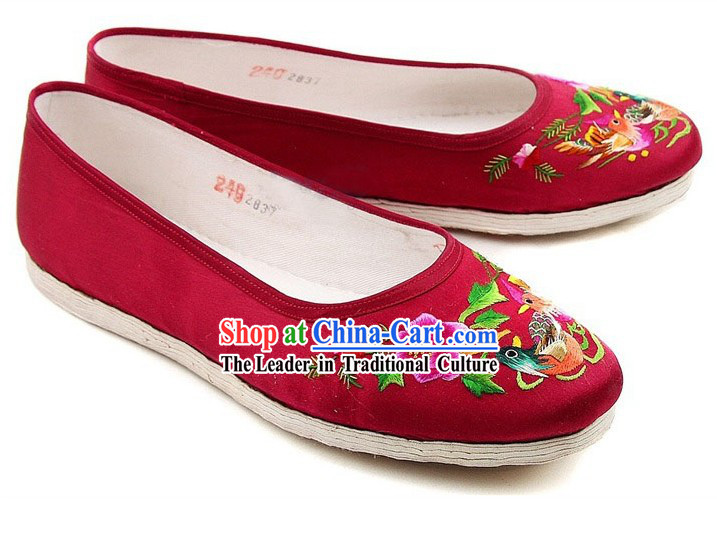 Chinese Handmade Bu Ying Zhai Embroidered Red Wedding Shoes for Bride