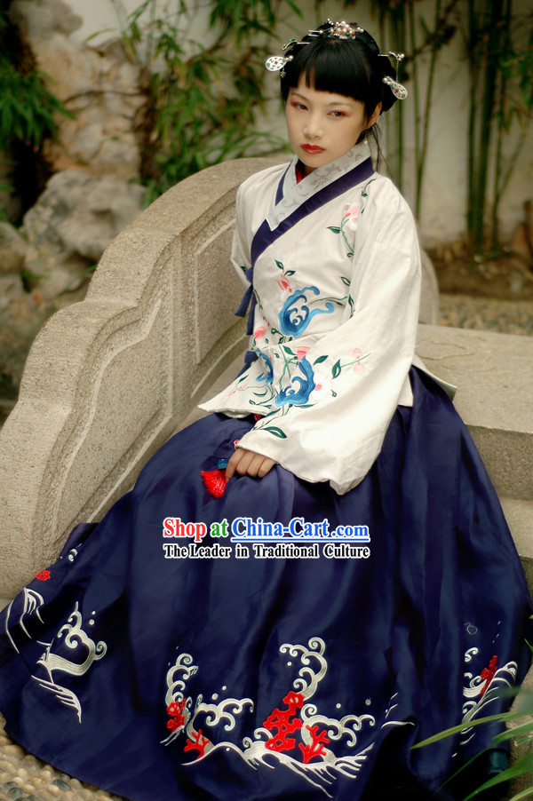 Ming Dynasty Beauty Embroidered Gu Zhuang Clothing Complete Set