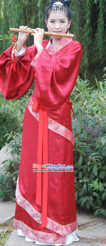 Traditional Chinese Wedding Wear for Brides