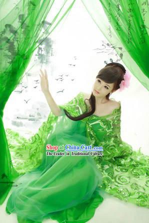 Ancient Chinese Lady in Green Costumes for Women