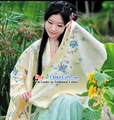 Embroidered Historical Dress of the Han Chinese people