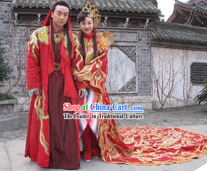 Traditional Chinese Wedding Dress for Both Bride and Bridegroom