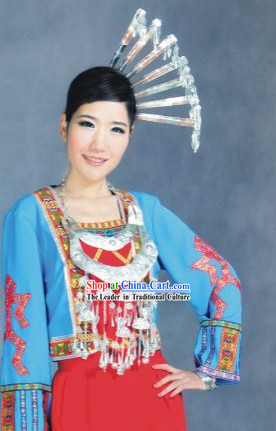 Traditional Li Minority Clothing