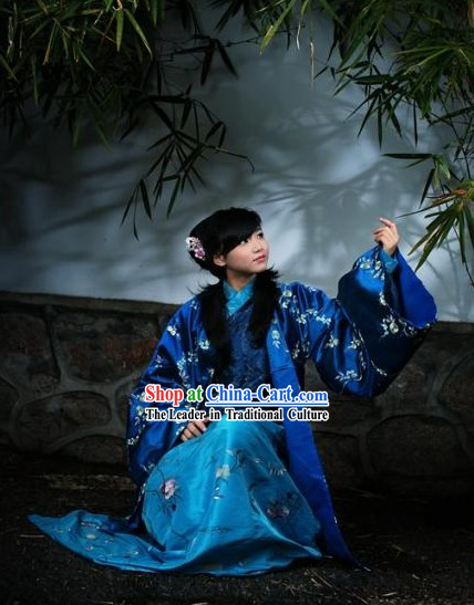 Ancient Chinese Ming Dynasty Winter Clothing Complete Set for Women