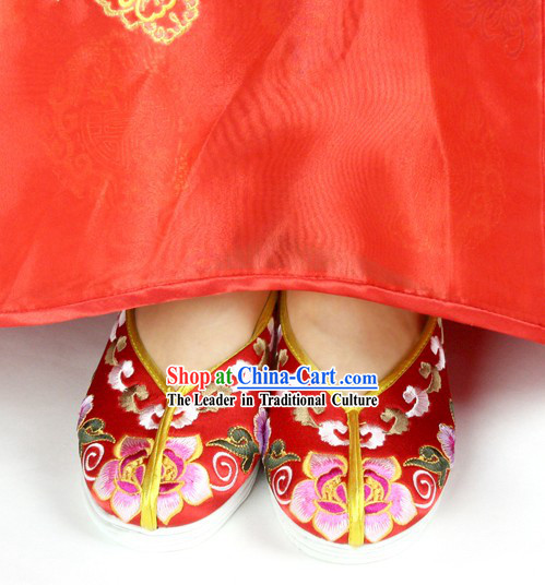 Chinese Classical Embroidered Flower Wedding Shoes for Brides