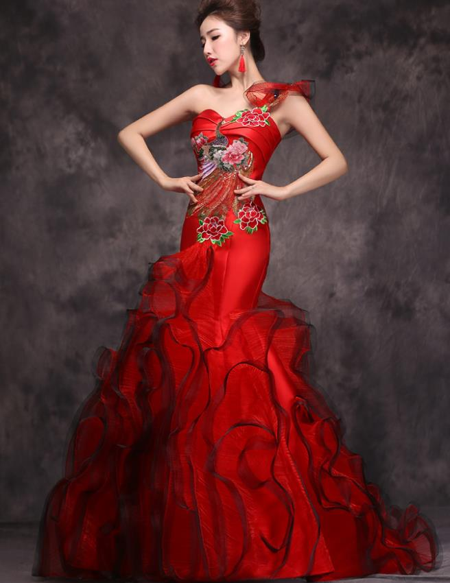 Traditional Chinese Red Embroidery Evening Wedding Dress