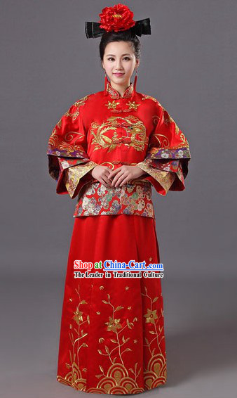 Traditional Chinese Dragon and Phoenix Wedding Outfit for Brides