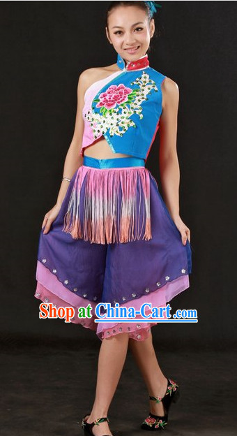 Traditional Chinese Folk Dance Costumes