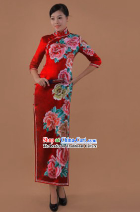 Traditional Chinese Red Silk Embroidered Peony Cheongsam