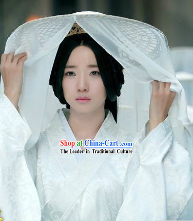 Ancient Chinese Han Dynasty White Costumes and Hat for Women