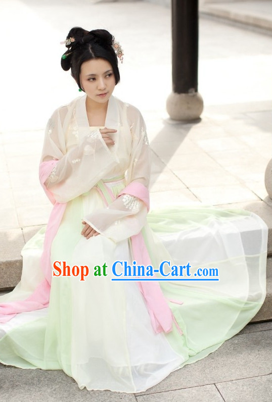 Traditional Chinese Palace Lady Attire