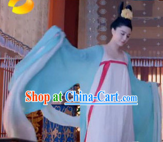 Tang Dynasty Clothes and Hair Accessory for Women
