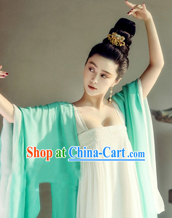 Tang Dynasty Lady Clothing