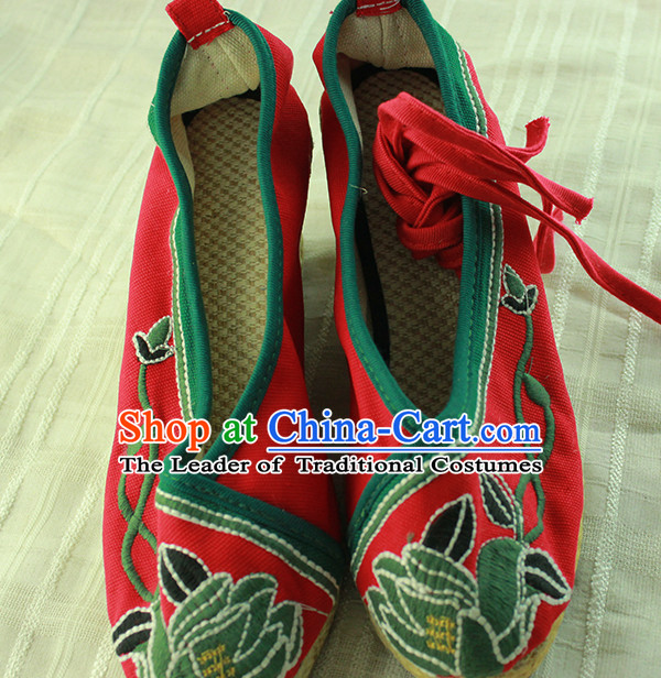 Ancient Chinese Embroidered Fabric Shoes