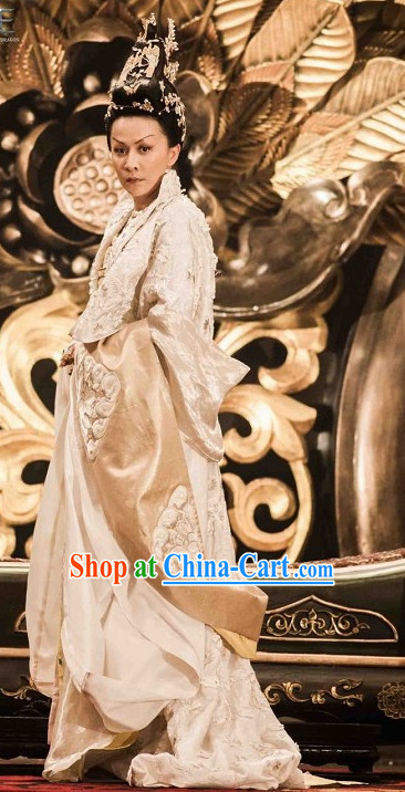 China Tang White Imperial Dresses and Hair Ornaments