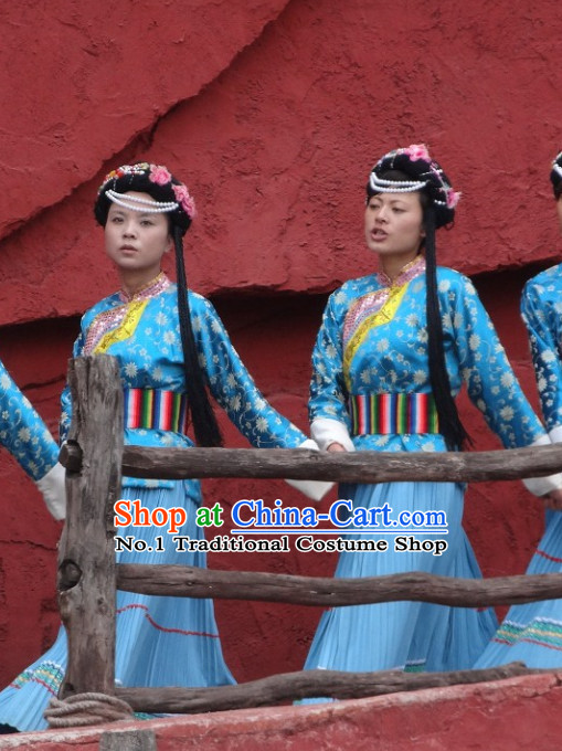 China Yunnan Lijiang Minority Clothes and Headwear for Women
