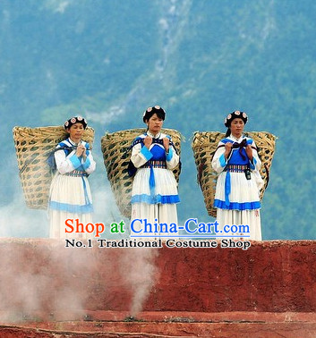 China Minority Naxi Women's Clothing and Hat