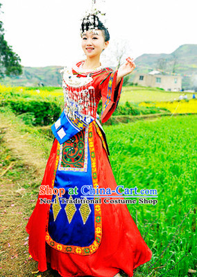 China Miao Minority Ethnic Garment and Miao Silver Accessories for Women