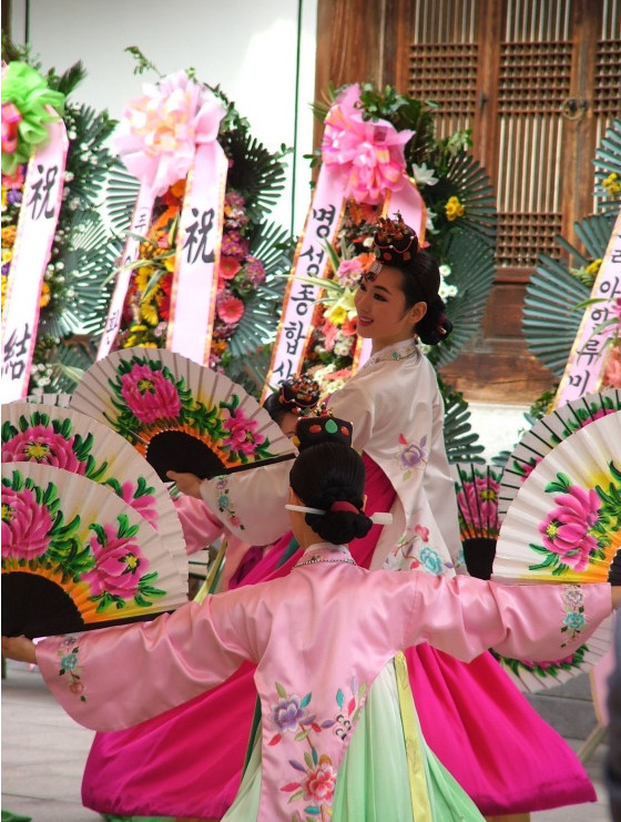 Korean Wedding Ceremony Dance Costumes and Headwear for Women