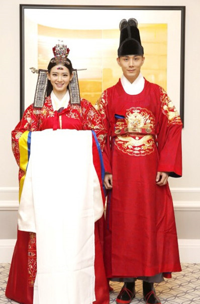 Korean Wedding Dresses Costumes Carnival Costumes Traditional Costumes for Men and Women