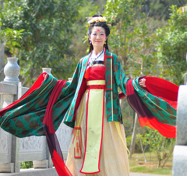 Chinese Ancient Hanfu Costumes and Hair Jewellry Complete Set