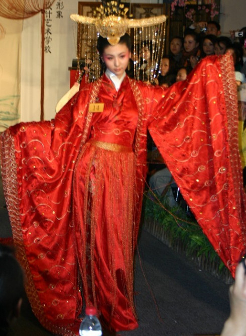 China Ancient Empress Wedding Clothes and Phoenix Coronet Complete Set for Women
