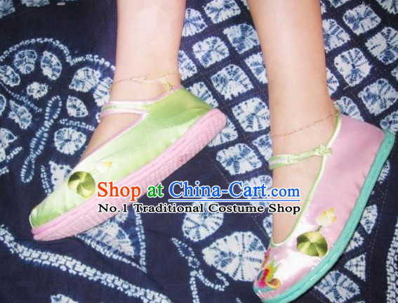 Chinese Classical Handmade and Embroidered Lotus Shoes