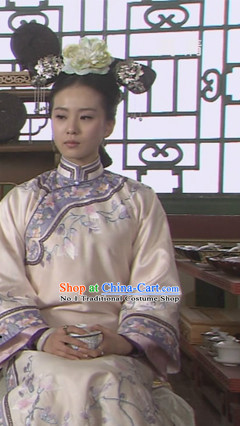 Chinese Traditional National Costume Qing Dynasty Cheongsam and Headwear