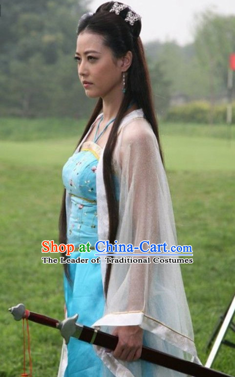 Traditional Chinese Swordswoman Uniform and Hair Accessories