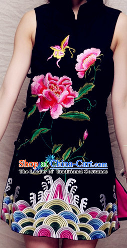 Top Chinese Mandarin Style Embroidered Flower Cheongsam _Qipao_
