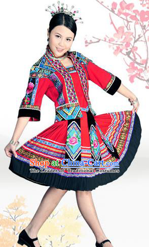 Traditional Chinese Tujia Nationality Dancing Costume, Tujiazu Female Folk Dance Ethnic Sealand Karp Pleated Skirt, Chinese Tujia Minority Nationality Embroidery Costume for Women