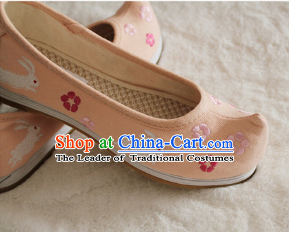 Handmade Chinese Ancient Embroidered Rabbit Princess Shoes for Women and Girls