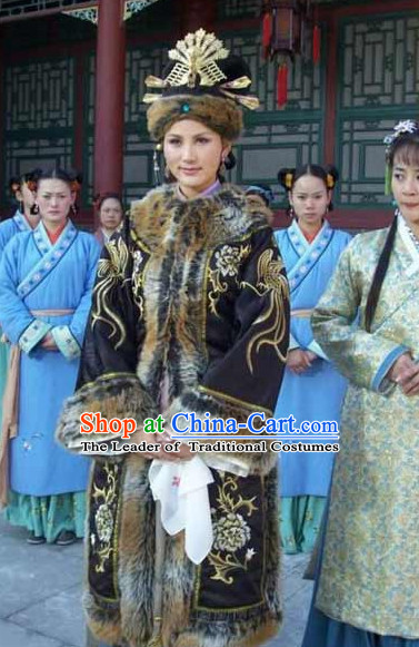 Traditional Chinese Ancient Noblewoman Winter Clothing and Headwear Complete Set