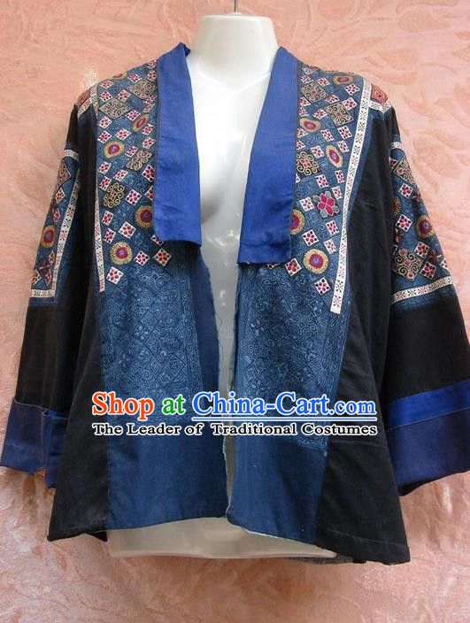Traditional Chinese Miao Nationality Dancing Costume, Hmong Female Folk Dance Ethnic Blouse, Chinese Minority Nationality Handmade Embroidery Shirt for Women