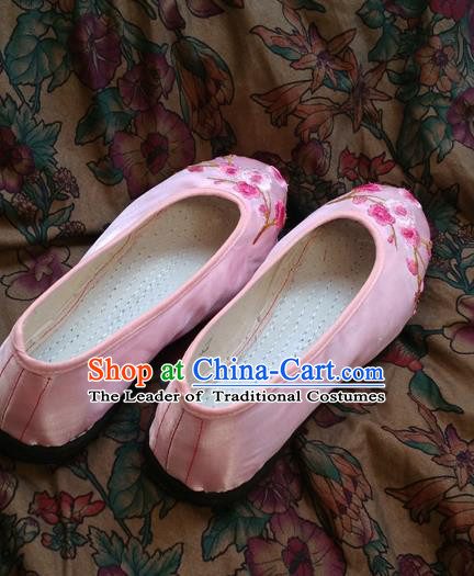 Traditional Chinese National Pink Satin Shoes Embroidered Shoes, China Handmade Shoes Hanfu Embroidery Wintersweet Shoes for Women