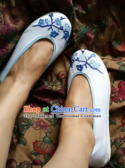 Traditional Chinese National Embroidered Shoes Handmade White Cloth Shoes, China Hanfu Embroidery Wintersweet Shoes for Women