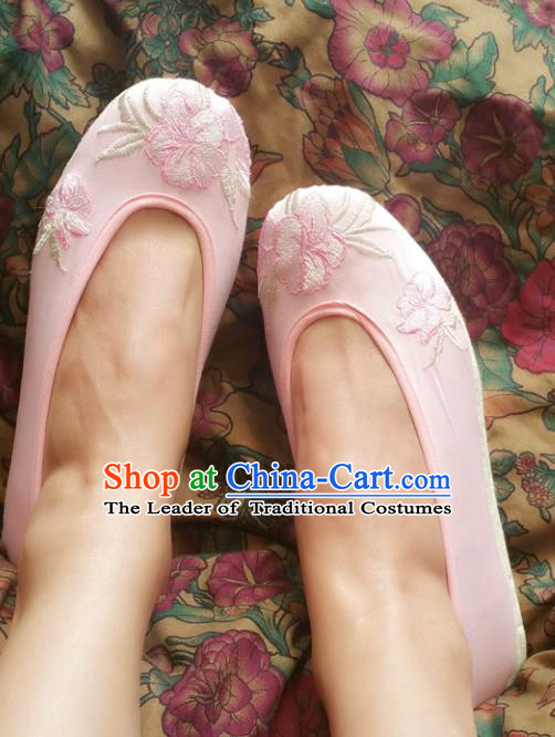 Traditional Chinese National Embroidered Shoes Handmade Bride Pink Satin Shoes, China Hanfu Embroidery Peach Blossom Wedding Shoes for Women
