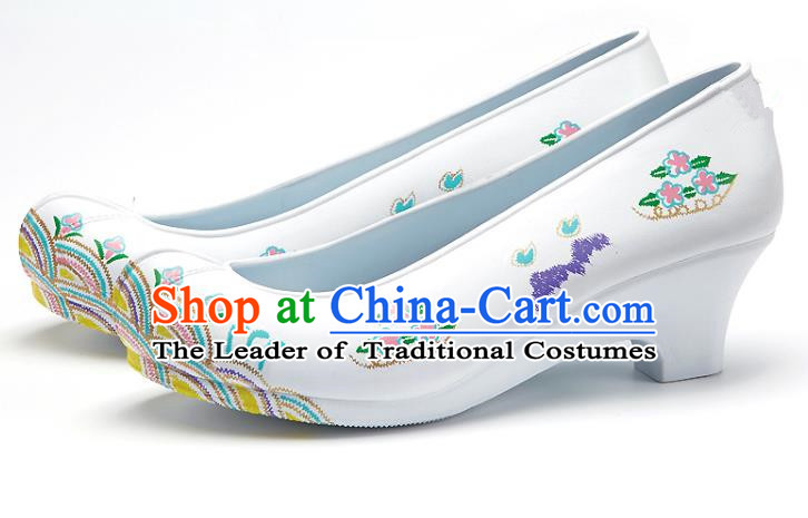 Traditional Korean National Wedding Embroidered White Shoes, Asian Korean Hanbok Bride Embroidery Satin Shoes for Women