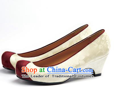 Traditional Korean National Wedding Beige Embroidered Shoes, Asian Korean Hanbok Bride Embroidery Satin High-heeled Shoes for Women