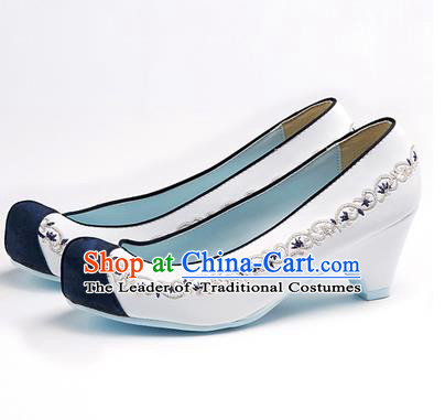 Traditional Korean National Wedding Shoes Blue Head Embroidered Shoes, Asian Korean Hanbok Embroidery White High-heeled Court Shoes for Women