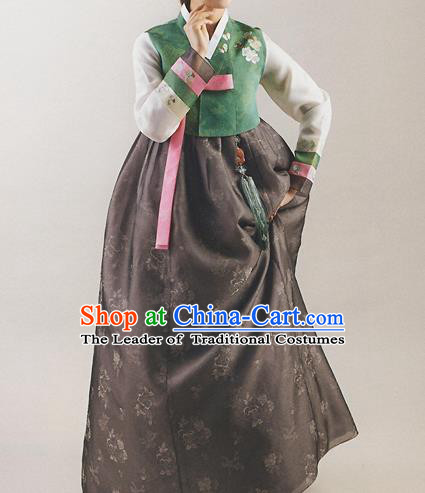 Korean National Handmade Formal Occasions Wedding Bride Clothing Hanbok Costume Embroidered Green Blouse and Black Dress for Women
