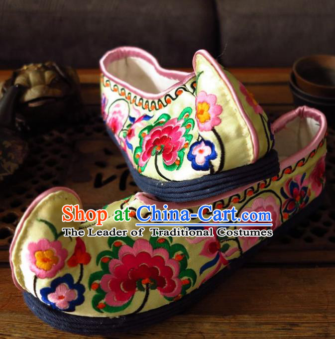 Asian Chinese Traditional Shoes Bride Xiuhe Suit Yellow Embroidered Shoes, China Peking Opera Handmade Embroidery Shoe Hanfu Princess Shoes for Women