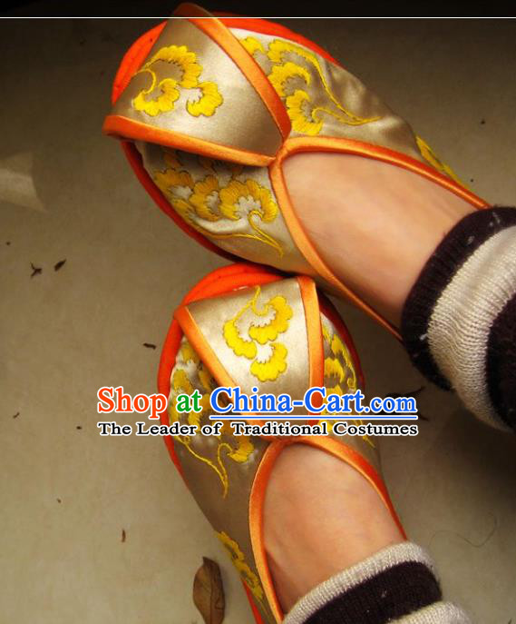 Asian Chinese Traditional Shoes Wedding Bride Yellow Embroidered Shoes, China Peking Opera Handmade Embroidery Hanfu Shoes for Women