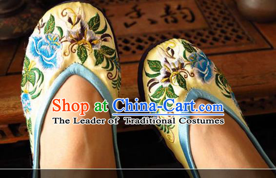Asian Chinese Traditional Shoes Wedding Bride Yellow Embroidered Shoes, China Peking Opera Handmade Embroidery Peony Hanfu Shoes for Women